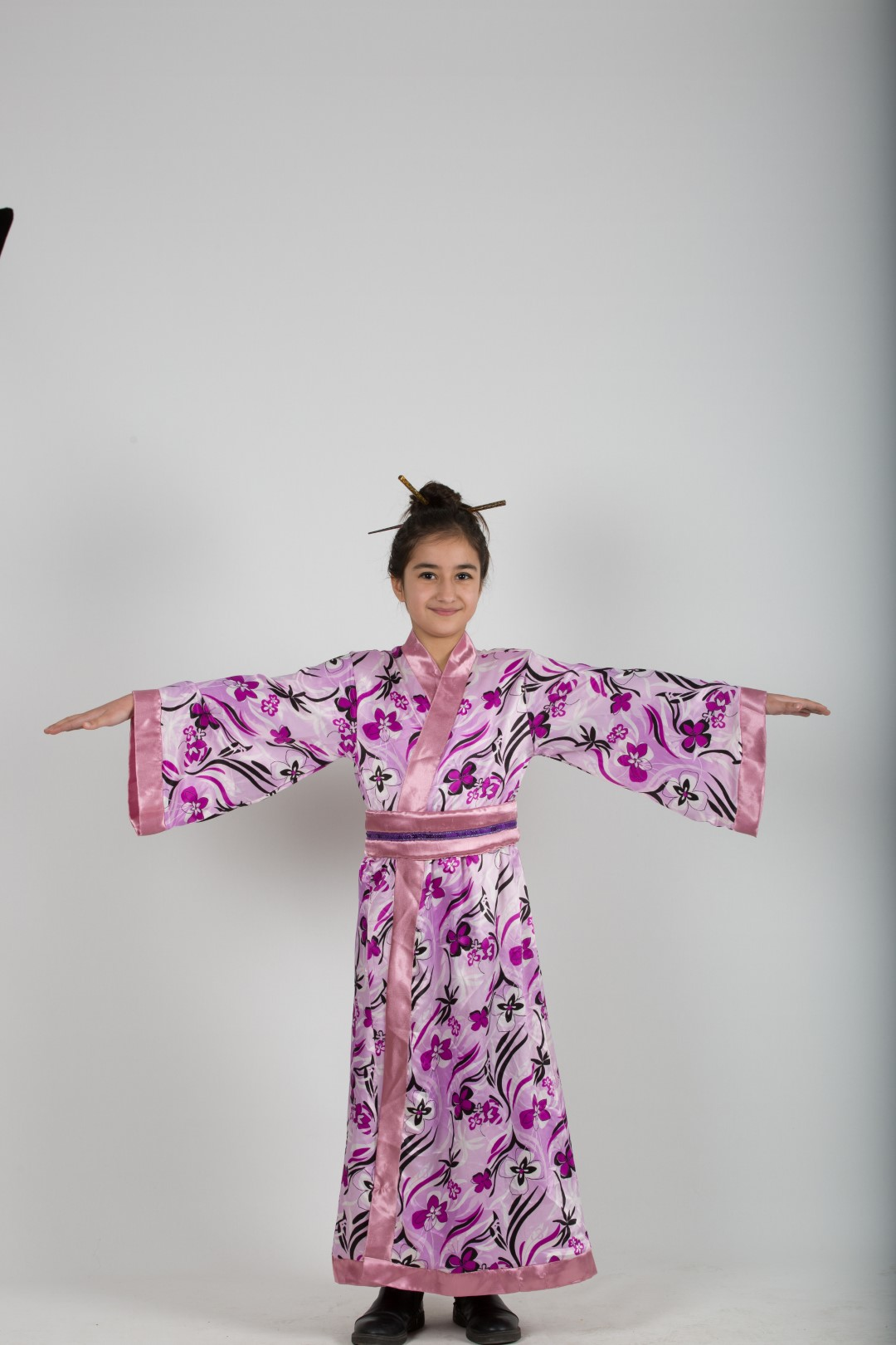 Japon-kız-kostum-pembe