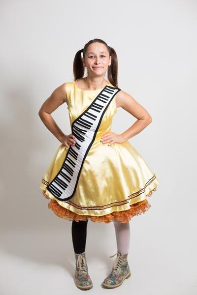 bayan-piyano-kostumu
