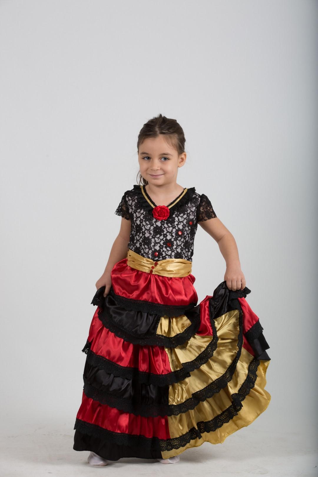 ispanya-kız-kostum-dantel