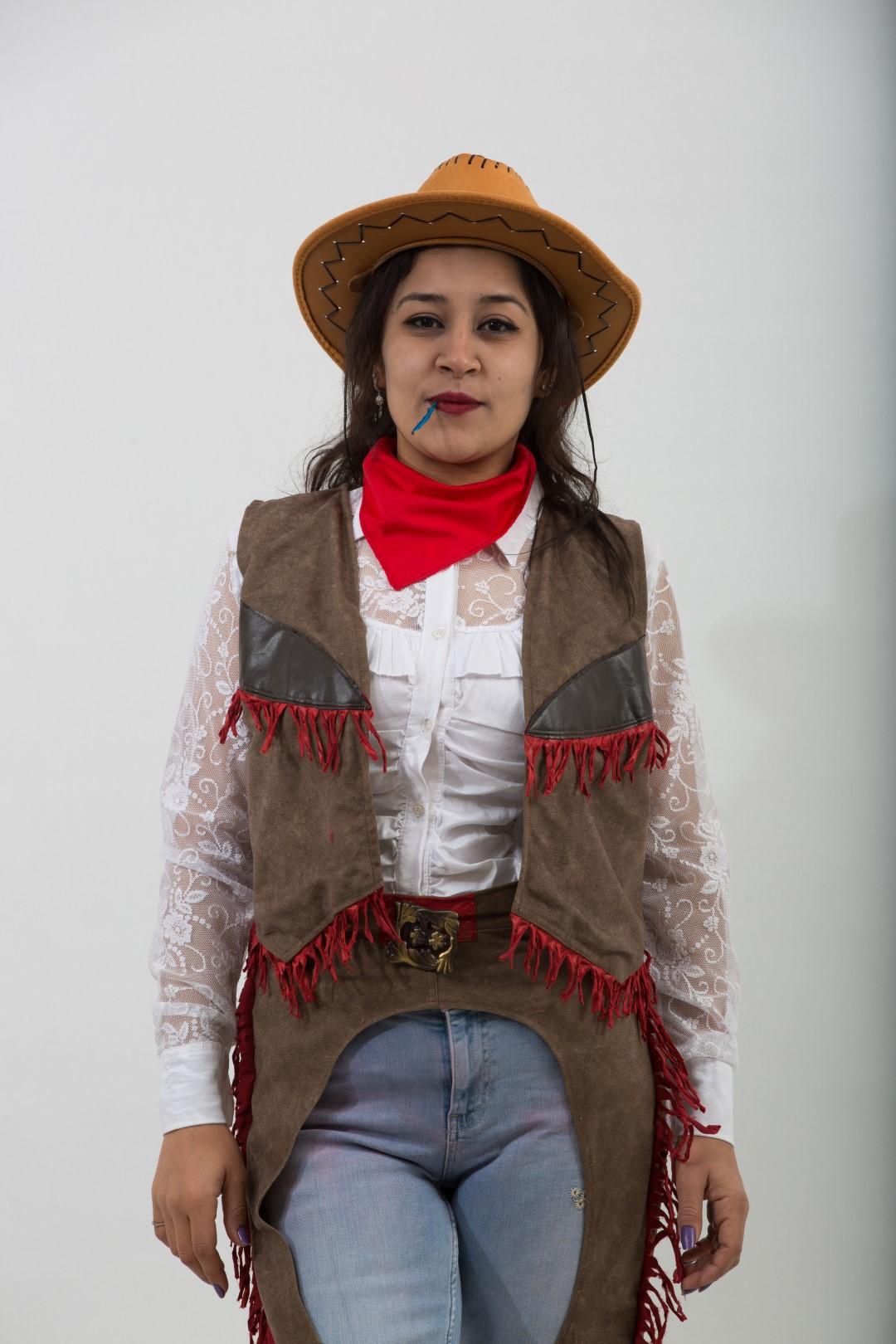 tasarım-kadın-kovboy-kostum