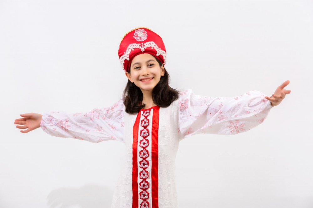 ülke-rus-beyaz-kız-kostumu.