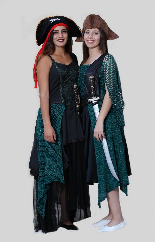 yeşil-örgülü-korsan-kadın