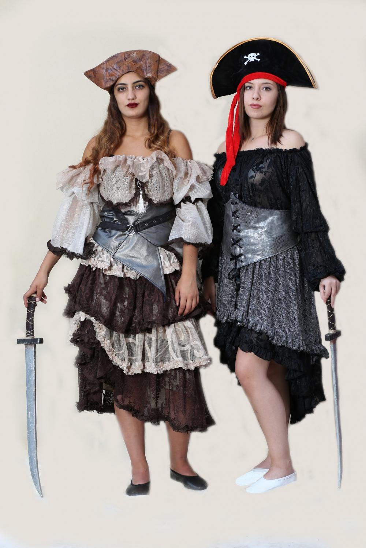 dantel etekli-kadın-korsan-kostumu