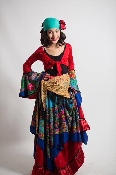 kırmızı-büstiyerli-roman-kostumu
