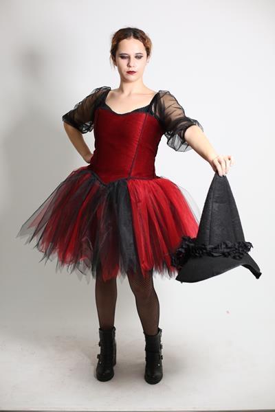 kırmızı-siyah-kısa-cadı.